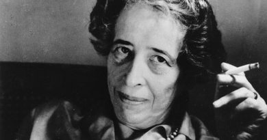 """Hannah Arendt z nieodłącznym papierosem, fot. """"Dziennik Polski"""" 7.12.2015"""